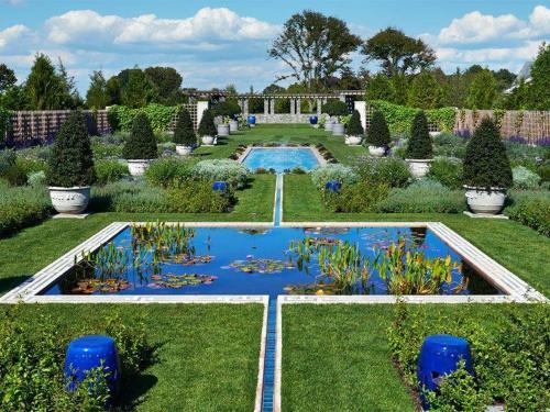 Garden with water | ADMIRAL SIMS B&B, Newport Rhode Island