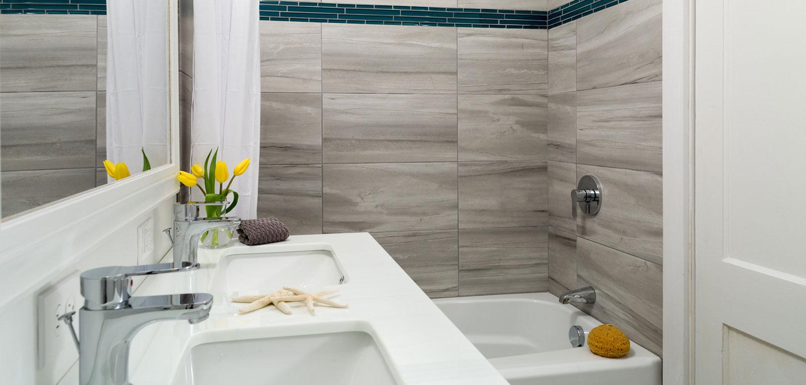 2BR Apartment Bathroom | ADMIRAL SIMS B&B, Newport Rhode Island