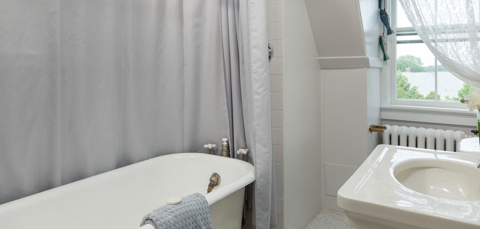 Admiral Sims' Suite Bathroom | ADMIRAL SIMS B&B, Newport Rhode Island